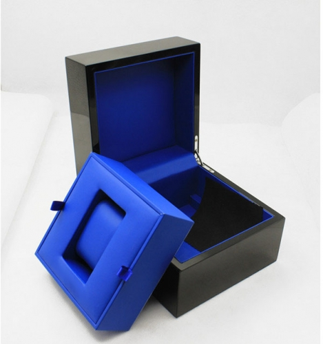 Black Square Lacuqer Wood Watch Box Premium Single Watch Box Gift Gentlemanlike
